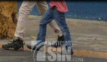 Interrogan padres de estudiantes en Villa Juana por supuesta violación