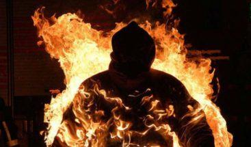 Tailandés se prende fuego en un templo budista por problemas económicos