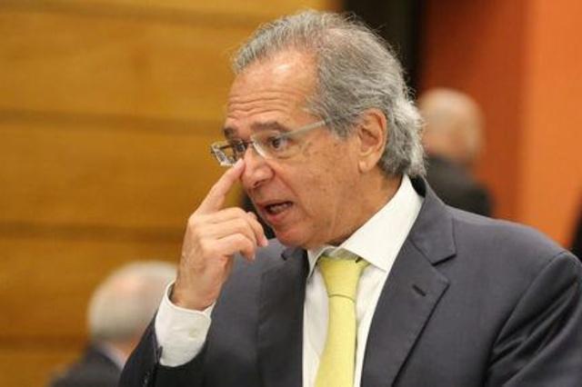 Fiscales de Brasil investigan a gurú económico de derechista Bolsonaro