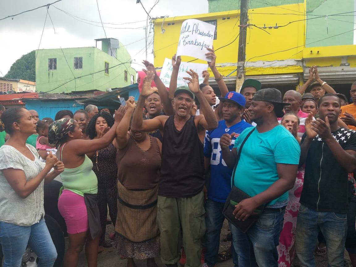 Comerciantes de mercado de San Cristóbal denuncian quieren desalojarlos