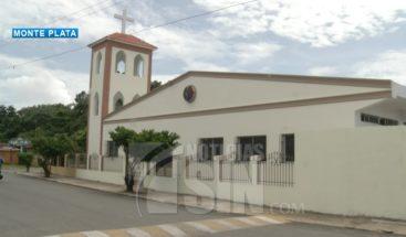 Adolescente supuestamente abusada por sacerdote dice que él solo la besó
