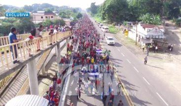 Caravana de migrantes se detiene para guardar luto por compañero muerto