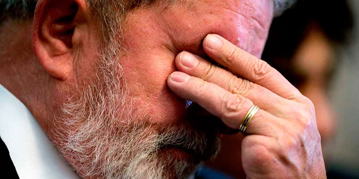 Lula cumple 6 meses en prisión mientras Brasil decide su futuro en urnas