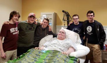 Jugadores en línea se conocen en vida real para apoyar amigo con cáncer
