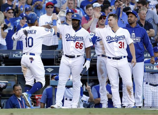 Dodgers superaran 5-2 a los Cerveceros y se acercan a la Serie Mundial
