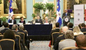 Canciller Vargas sugiere modificar relaciones económicas con Reino Unido
