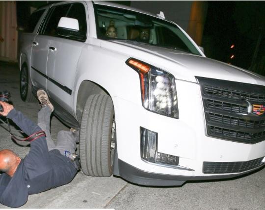 Jennifer Lopez atropella fotógrafo en Los Ángeles