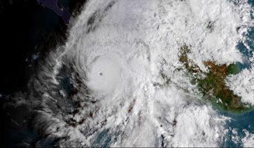 Miles de mexicanos son evacuados ante la amenaza del huracán Willa