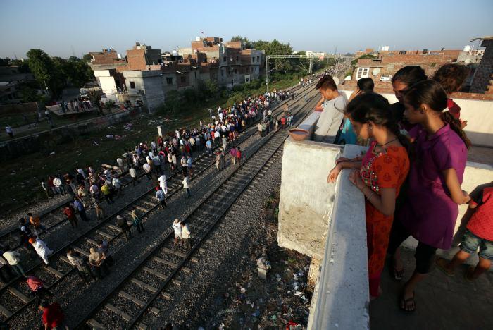 Aumenta a 59 víctimas en tragedia ferroviaria en India