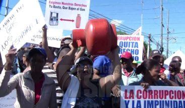 Mujeres marchan exigiendo rebaja en precio del GLP