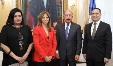 Presidente de Altice Dominicana visita al mandatario Danilo Medina