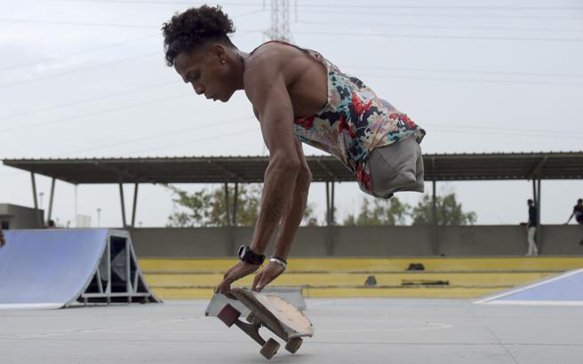 Alca, el rapero y surfista sin piernas que construye su camino