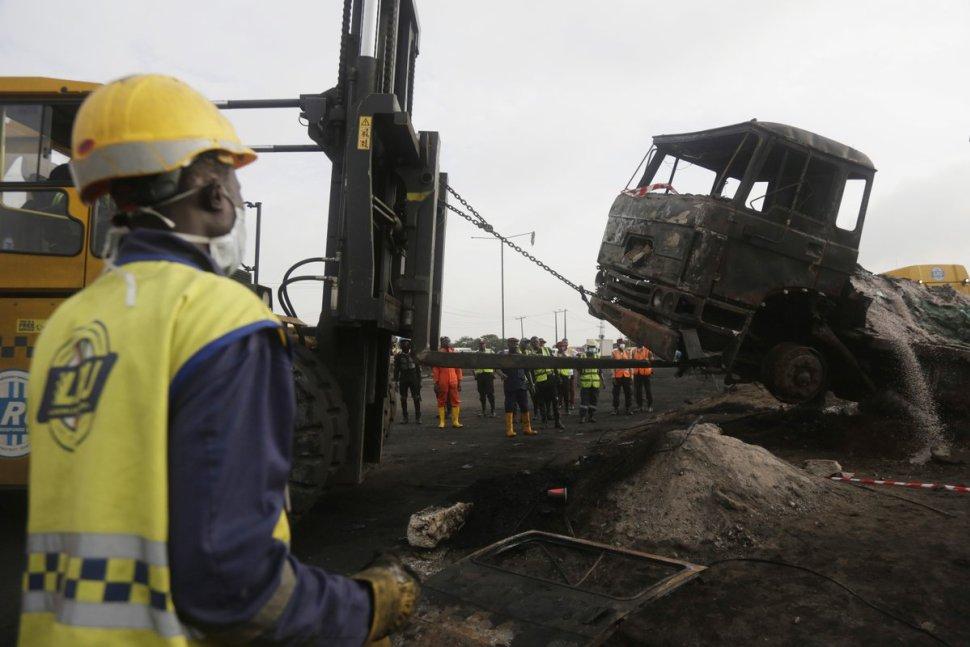 Más de 15 personas mueren calcinadas al explotar un gasoducto en Nigeria