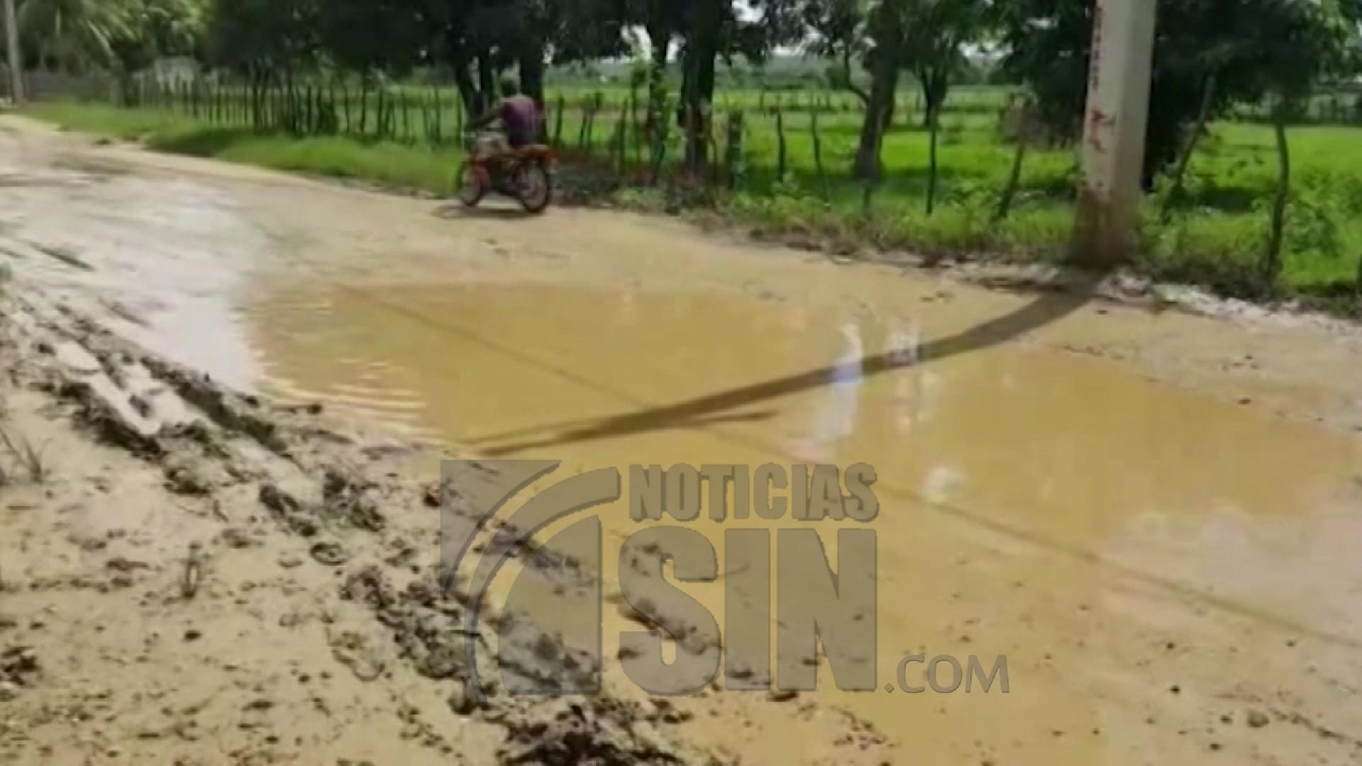 Moradores reclaman arreglo de tramo carretero en Dajabón