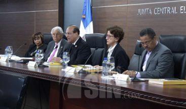 Comité Político PLD deposita documento en JCE sobre ley de partidos