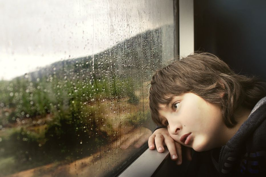Sin sonrisa y tropiezos en niños, síntomas de malformación Arnold Chairi