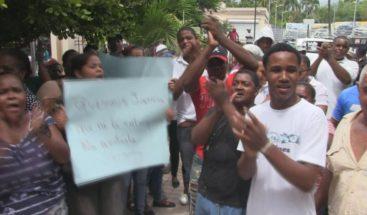 Protestan por dejar en libertad joven que supuestamente asesinó a pareja