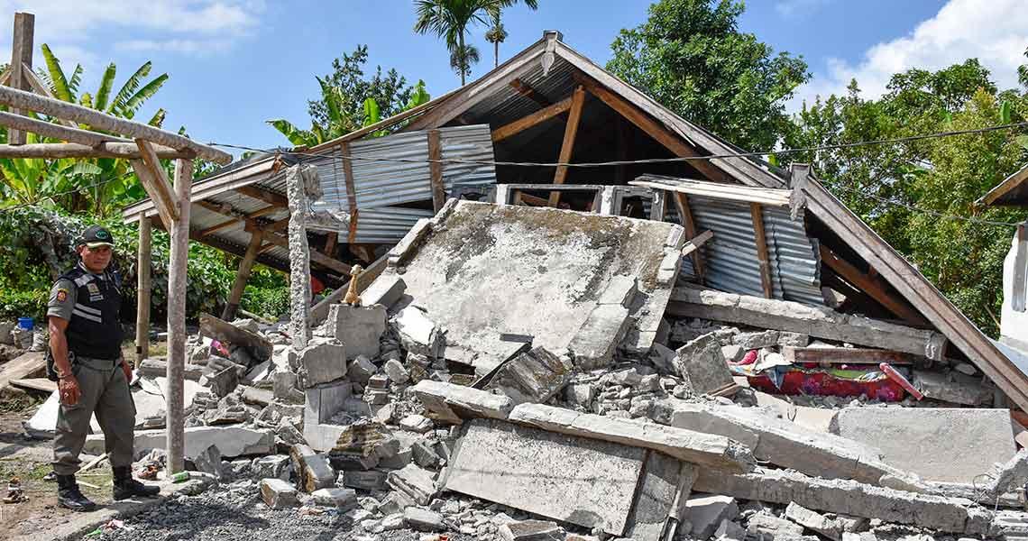 Al menos 3 muertos tras terremoto de magnitud 6 en Indonesia