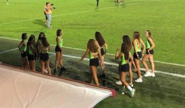 Polémica en Italia por usar de recogepelotas a menores con ropa sexy