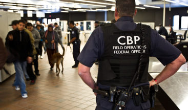 Arrestan en PR mujer deportada intentando abordar ferry hacia RD