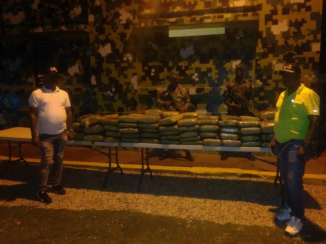 Apresan haitiano con 103 paquetes de marihuana