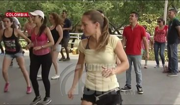 Miles de turista acuden a Medellín para aprender a bailar ritmo caribeño