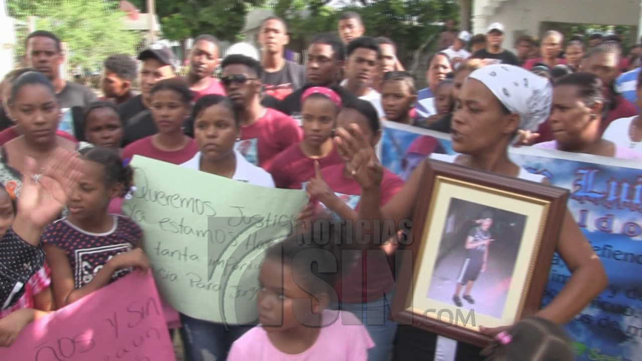 Familiares de joven ultimado exigen apresamiento de autores de su muerte