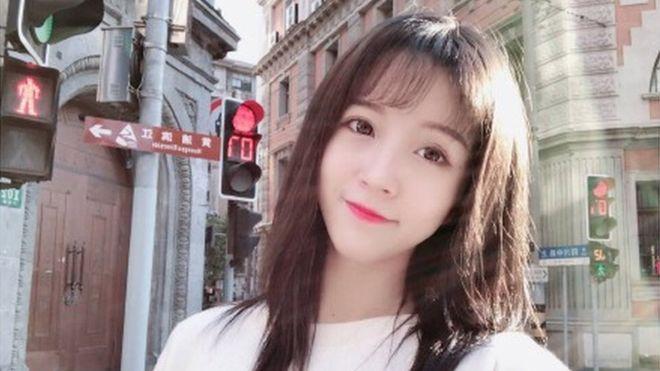 5 días de cárcel para 'youtuber' china por faltar el respeto al himno