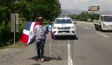 Peregrino que camina de Mao al Palacio denuncia amenazas