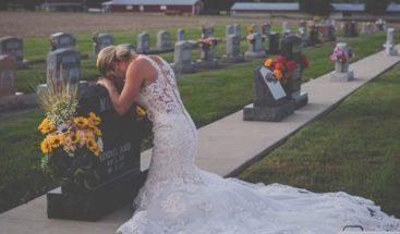 Historia detrás de la desgarradora foto de novia en tumba de prometido