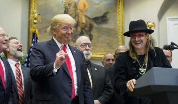 Trump firma ley para reforzar derechos de autor en música ''streaming''