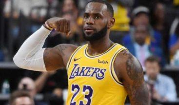 James debuta con derrota de Lakers; primeros triunfos de Sixers y Heat