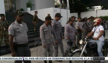 Choferes de Fenatrano marchan hacia Industria y Comercio en reclamo