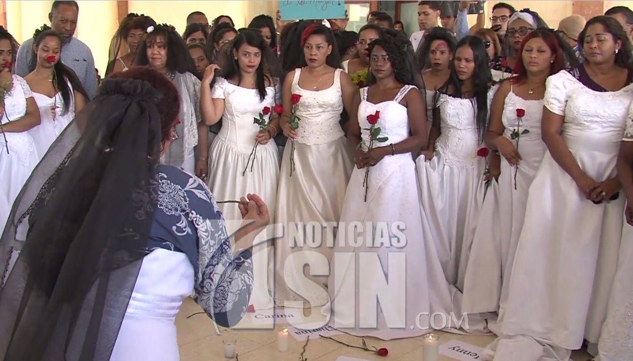 Realizan tradicional marcha de las novias contra la violencia