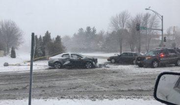 Tormenta de nieve provoca caos en carreteras y aeropuertos de EEUU