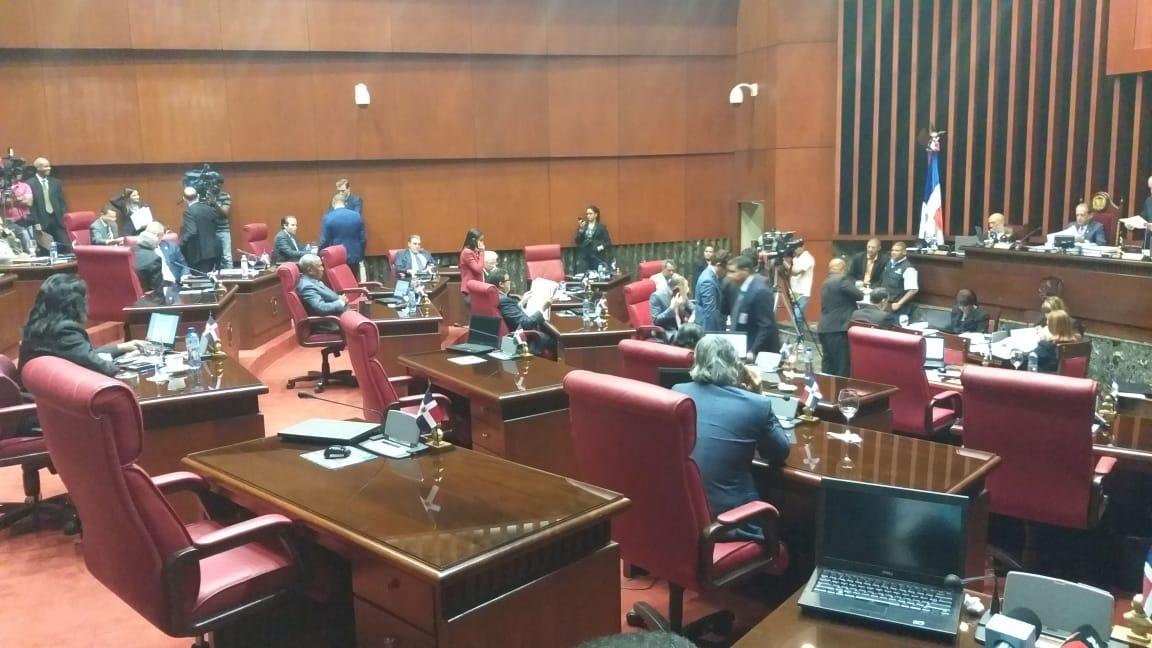 Director de Presupuesto y Hacienda se reúnen con comisión del Senado