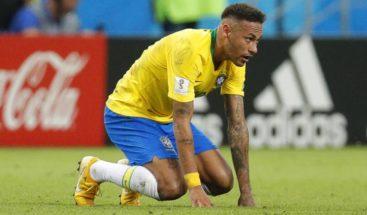 Neymar se retira lesionado del amistoso contra Camerún