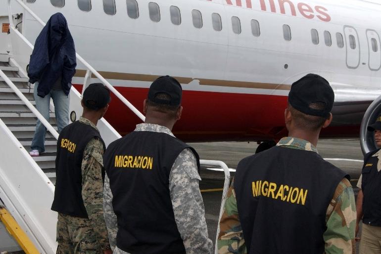 Deportan 74 dominicanos que trataron de entrar ilegal a Puerto Rico