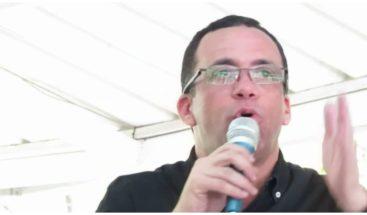 Navarro dice se necesita un político joven y maduro
