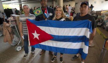 Médicos cubanos comienzan a dejar Brasil tras polémicas con Bolsonaro