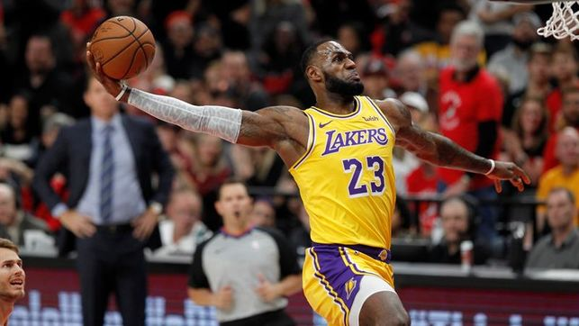James vuelve a salvar a Lakers con 38 puntos ante Pacers