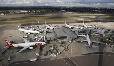 Evacuan aeropuerto de Londres por un paquete sospechoso