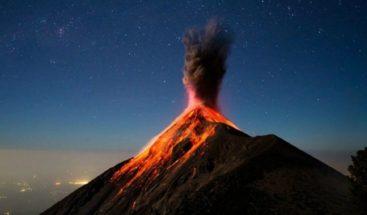 Ceniza de erupción volcán de Fuego de Guatemala cae a más de 100 kms