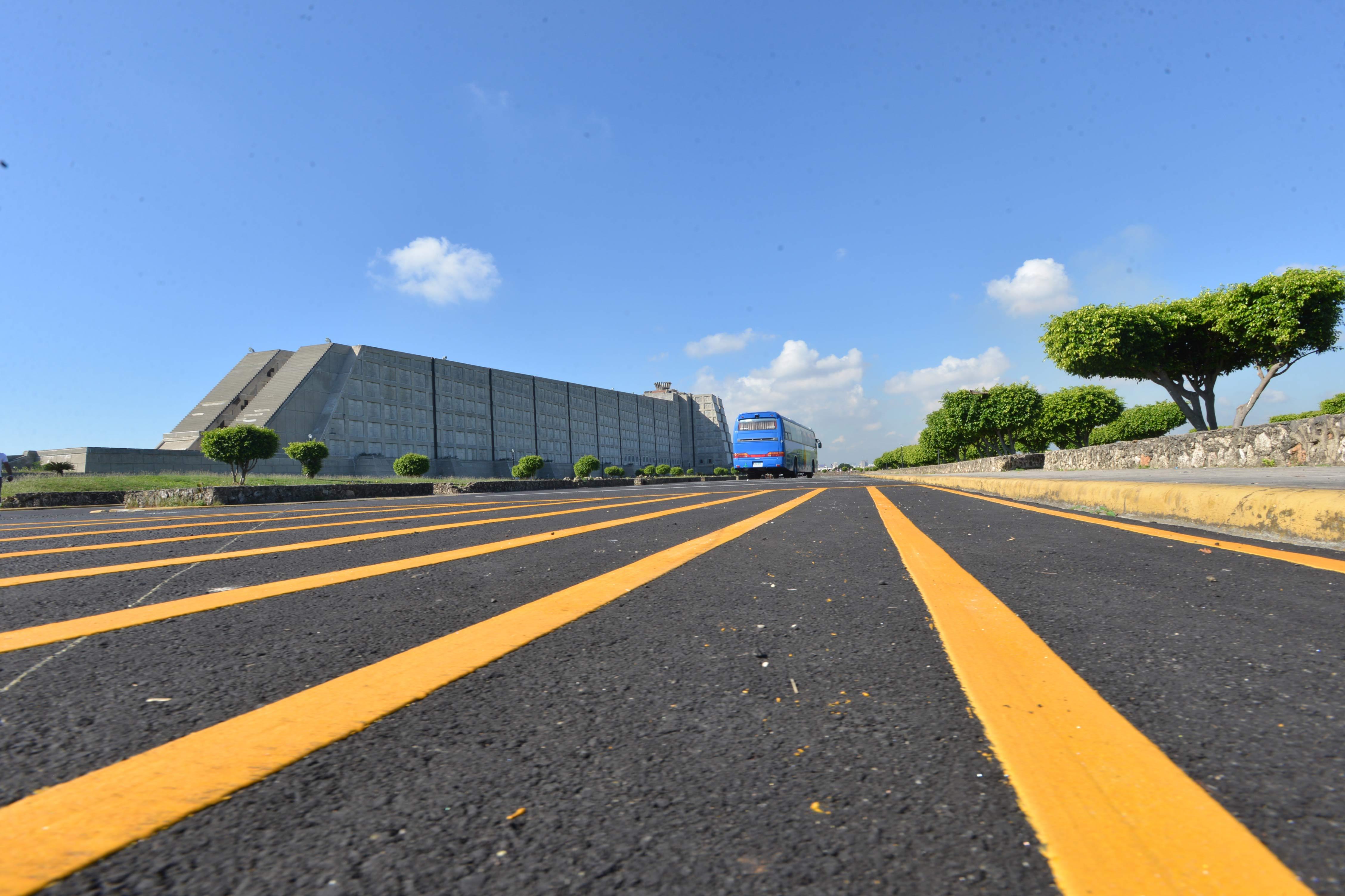 MOPC asfalta y señaliza calles del Faro a Colón yel Parque del Este