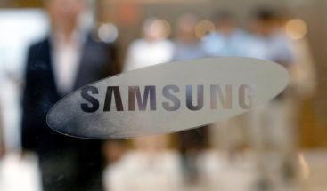 Samsung se abre al 'notch' e introduce un agujero en sus pantalla