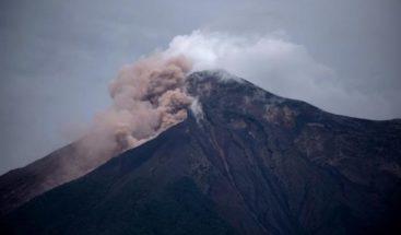 Volcán de Guatemala tiene explosiones y lanza ceniza a 4.700 metros