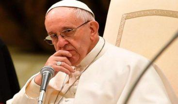 Papa califica el consumismo de