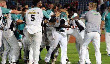 Dominicano Olmo Rosario voltea pizarra y Bravos barren a Leones