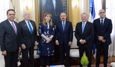 Medina se reúne con presidenta del Consejo Mundial de Viajes y Turismo
