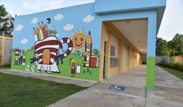 Presidente Medina entrega centro educativo en Los Guaricanos
